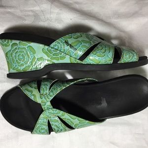 MEPHISTO GREEN FLORAL SANDALS - SZ 6 (36)
